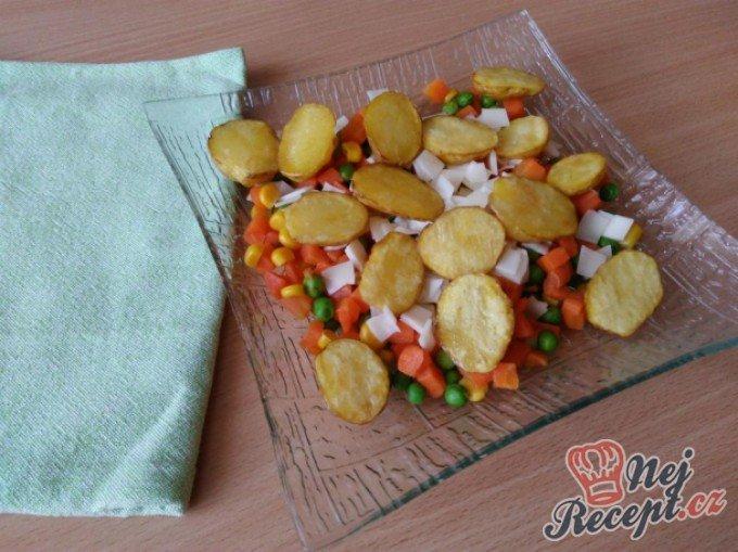 Brambůrky na sýrové zelenině
