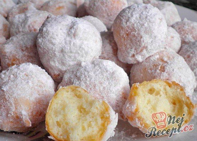 Tvarohové koblížky obalené v cukru