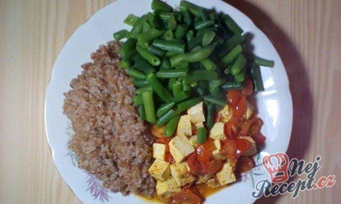 Bulgur s tofu a rajčatovou šťávou