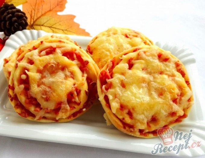 Šneci se šunkou a sýrem – pizzovníky