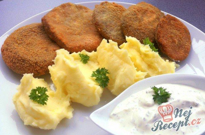 Houbové řízky s bramborovou kaší a dresinkem