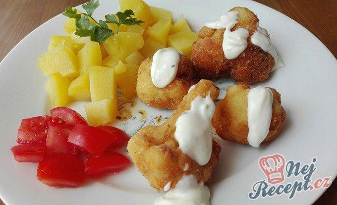 Klasika na talíři – smažený květák s bramborami