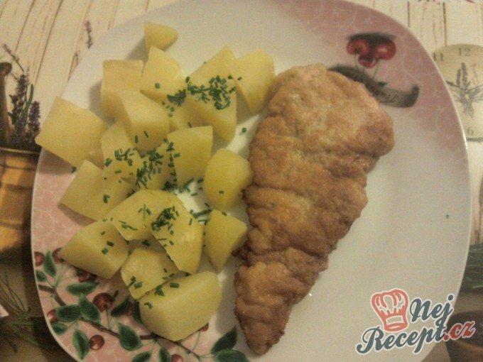 Savojský řízek s vařenými bramborami
