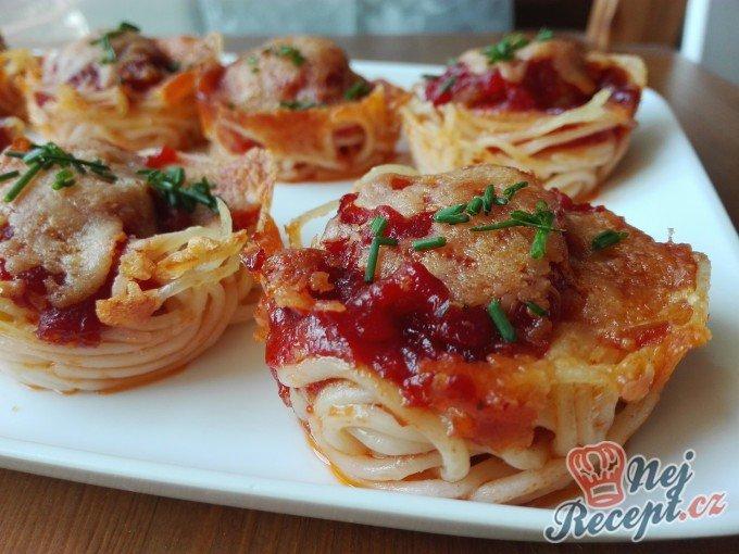 Špagetové jednohubky s parmazánem