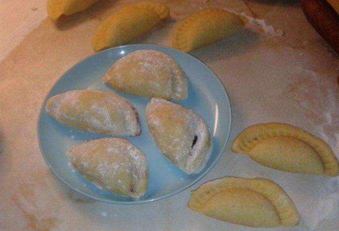 Taštičky plněné jahodami, jablkem a skořicí nebo marmeládou