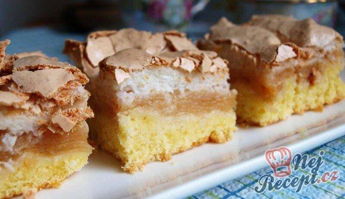 Jablečný koláč pod kokosovou peřinkou
