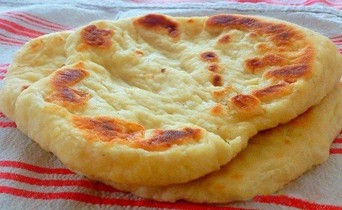 Kynuté lokše s máslem