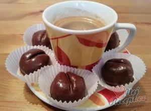 Nepečená kávová zrna v čokoládě
