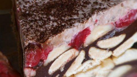 Čokoládovo-jahodový studený dort