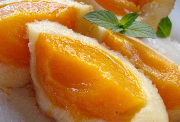Bramborové knedlíky plněné čerstvými meruňkami
