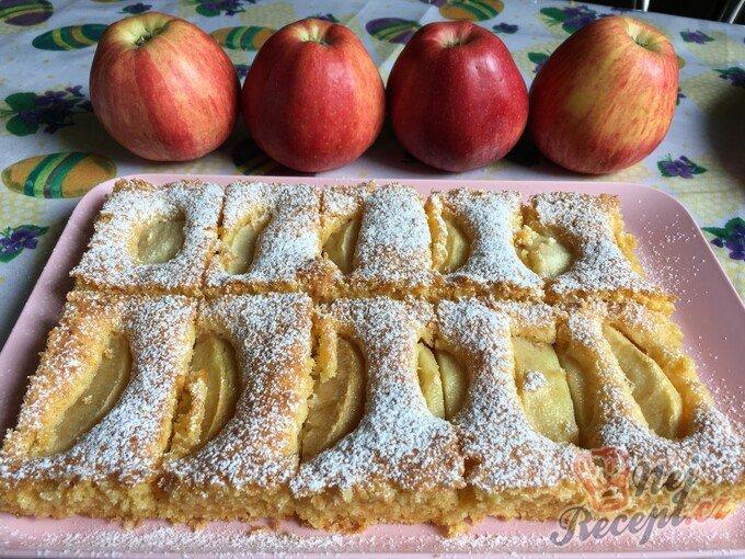 Rychlý mrkvový koláč s jablky