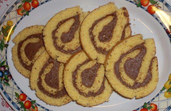 Piškotová roláda s kakaovým krémem